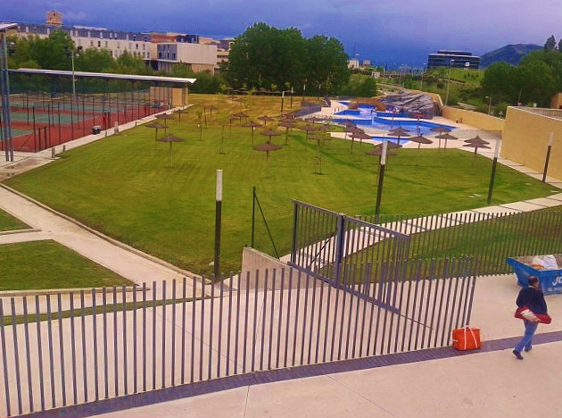 Las piscinas recreativas no abrir n el 8 de junio for Piscinas de sarriguren