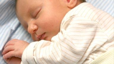62e636cad Cuidado de las orejas del bebé para que no se doblen